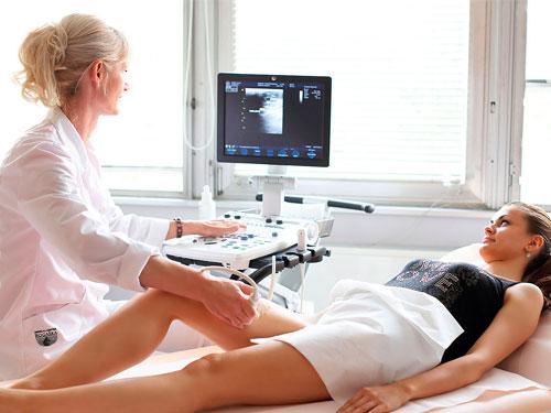 Когда бинтовать ногу эластичным бинтом при варикозе