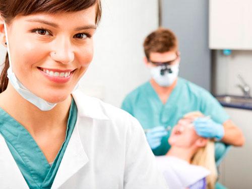 Врач стоматолог хирург имплантолог