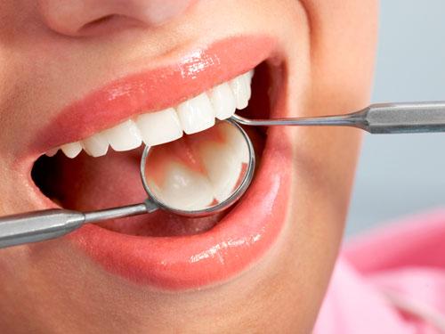 Протезирование зубов в СПб недорого