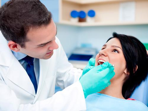 Имплантация зубов в рассрочку в Москве