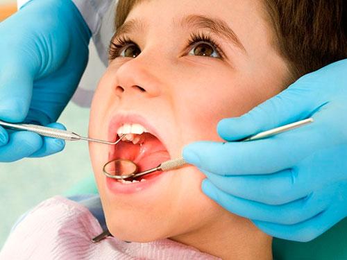 Лечение передних молочных зубов у детей