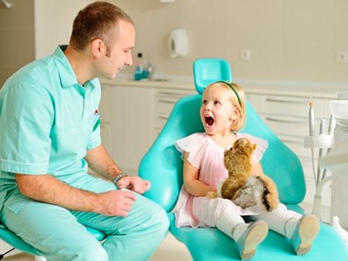Лечение зубов без бормашины детям