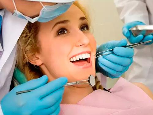 Сколько стоит протезирование зубов в Москве