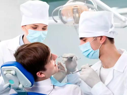 Скидки на протезирование зубов в СПб