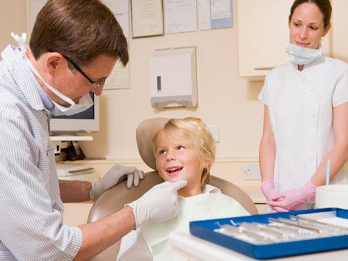 Удаление молочных зубов у детей цена