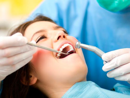 Временный протез на передний зуб цена