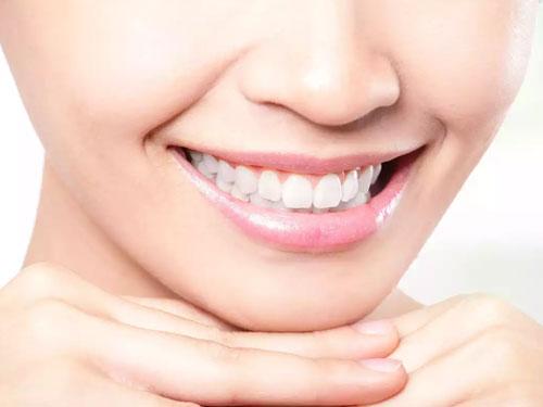 Керамическая вставка в зуб
