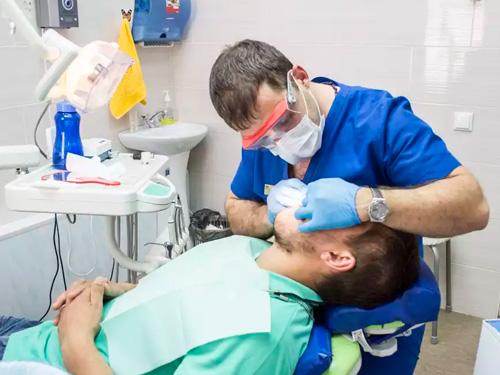 Чистка зубов лазером