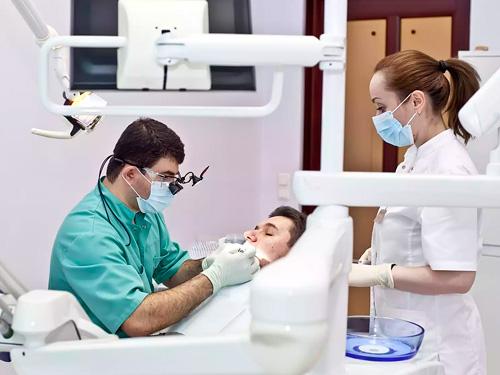 Сколько стоит почистить зубы от зубного камня