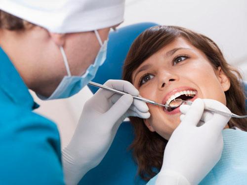 Чистка зубов от зубного камня цена Москва